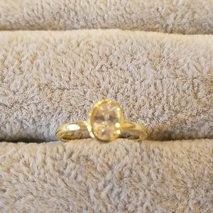 Solitaire oval ring